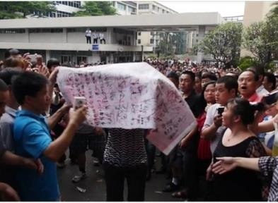 News video: Thousands of China Workers on Strike