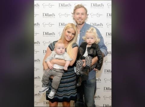 News video: Jessica Simpson And Eric Johnson Step Out For Dinner Date